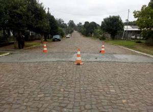 Secretaria Municipal de Obras realiza adequações no quebra-molas da Vila dos Tocos em Dilermando de Aguiar