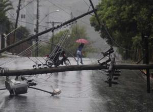 Superintendente da RGE transfere reunião para atender comunidades atingidas por temporal que causou estragos na região
